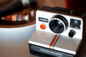 لوگوی اینستاگرام و طرح دوربین قدیمی