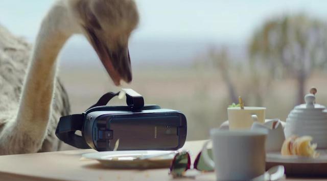 تبلیغ دستگاه واقعیت افزوده سامسونگ با استفاده از شتر مرغ